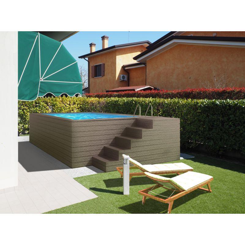 piscina fuori terra con scala laterale e rivestimeto in wpc