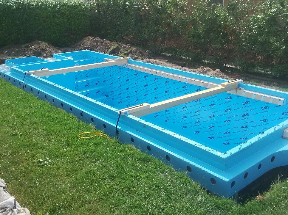 Piscina in polipropilene con locale tecnico integrato nella piscina - Locale tecnico piscina ...