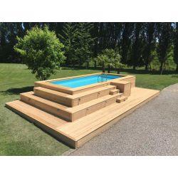 Piscina fuori terra con gradonata ad angolo in legno di larice