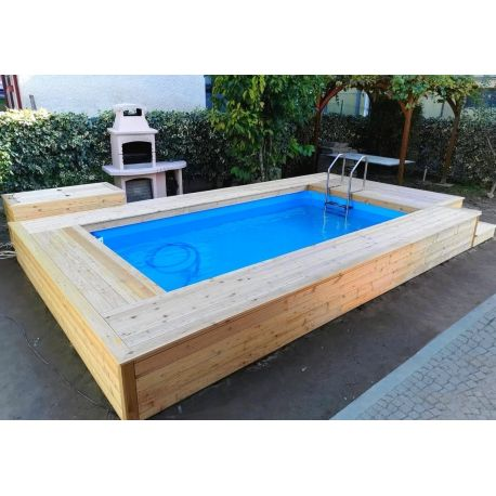 Piscina semi interrata rivestita in legno di larice