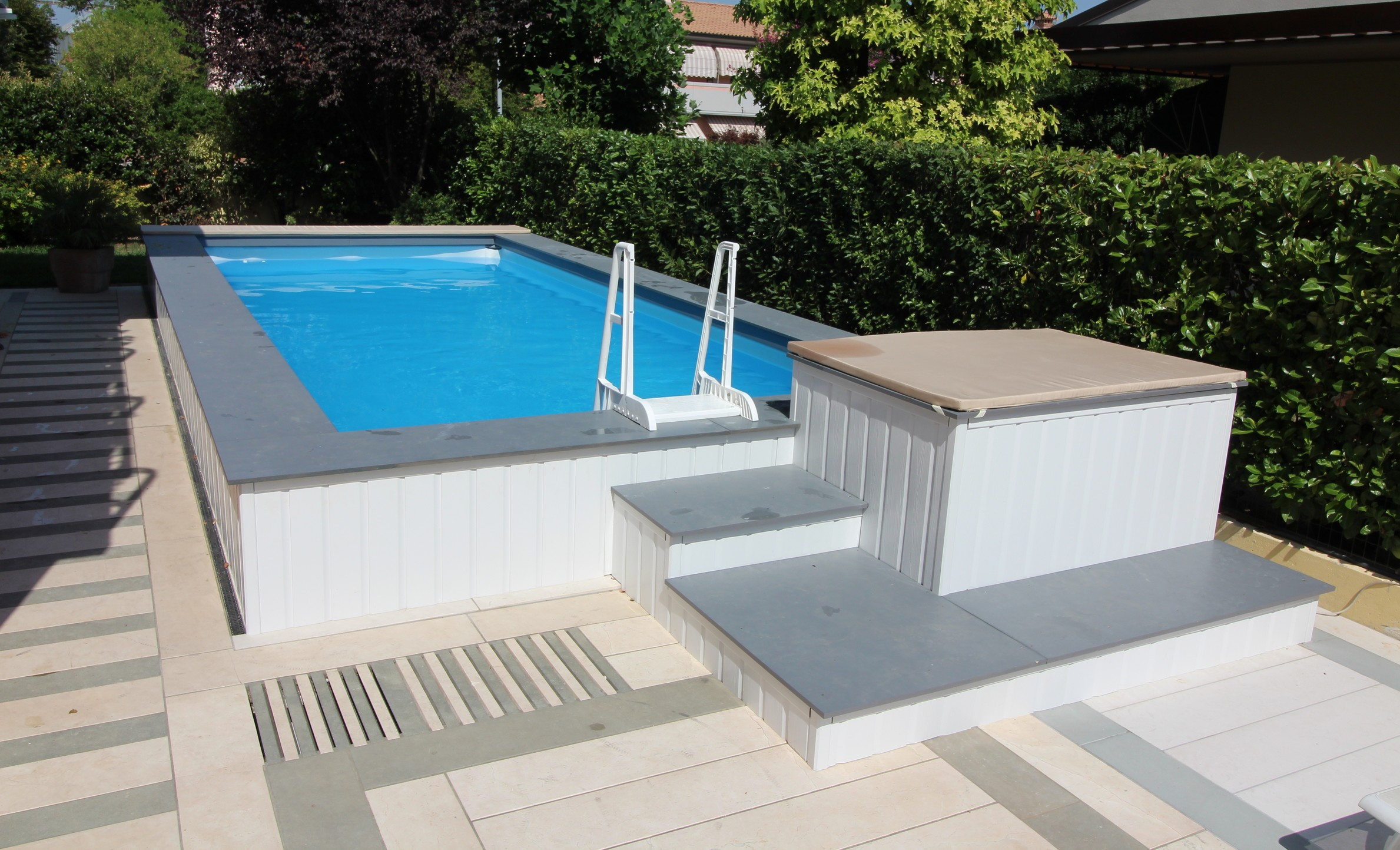 Piscine Da Esterno Rivestite In Legno piscina fuori terra seminterrata con gradinata rivestita in wpc